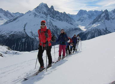 Ski_touring_in_the_aiguille_rouge